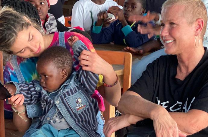 Así fue el viaje de Xuxa y Sasha por el continente africano