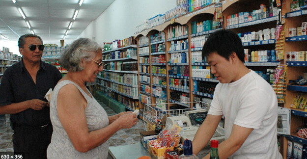 Dueños de supermercados chinos no pueden regresar a la Argentina