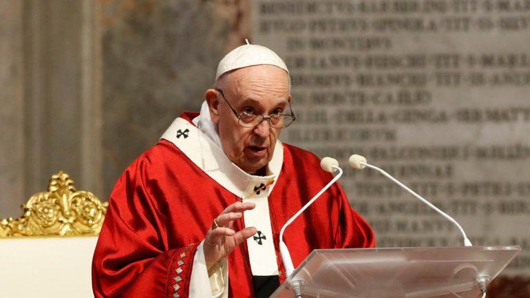 El Papa Francisco criticó a quienes buscan apropiarse de las vacunas
