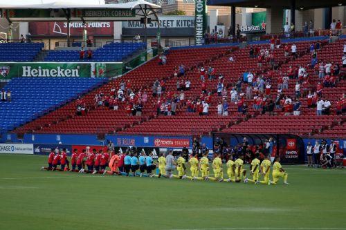 Aficionados Al Fútbol En Inglaterra Podrían Volver a Los Estadios